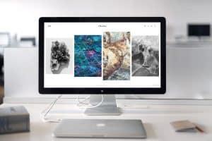 Webサイトが表示されたMac