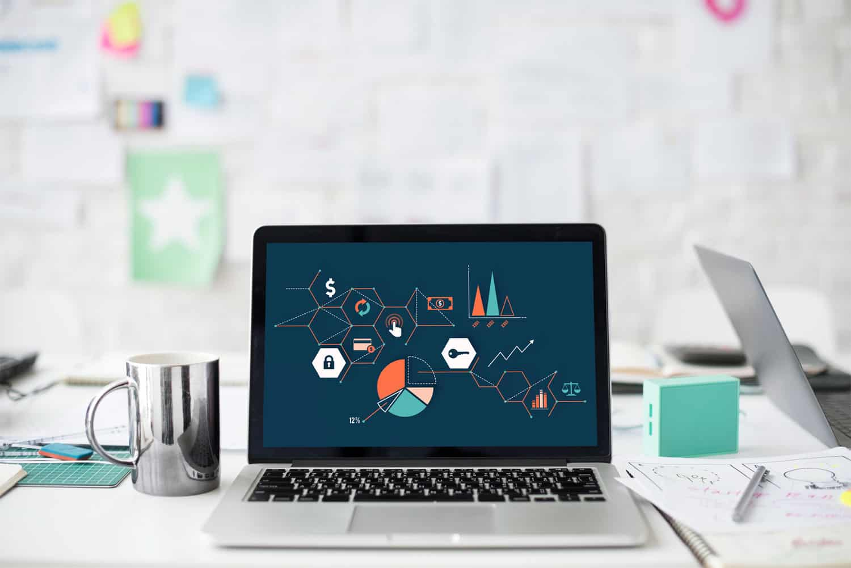 テクノロジーイメージが表示されたノートパソコン